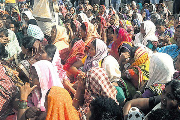 Anti-liquor protest: Women stage protest in Nuapada