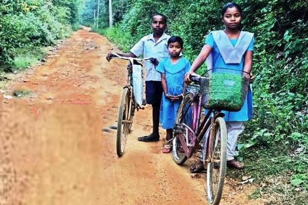 Lack of road fails to stop Ganjam sisters to visit schools for study
